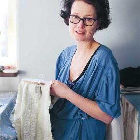 Att sy ihop sig själv - Möte med textilkonstnären Sanna Norasdotter